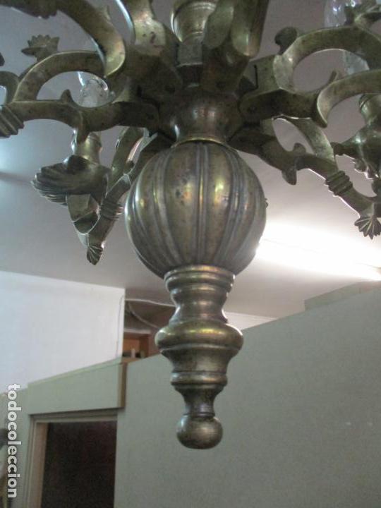 Antigüedades: Lámpara de Techo - Bronce Cincelado - 6 Luces - Decoración con Águila - Funciona - Foto 3 - 136445622