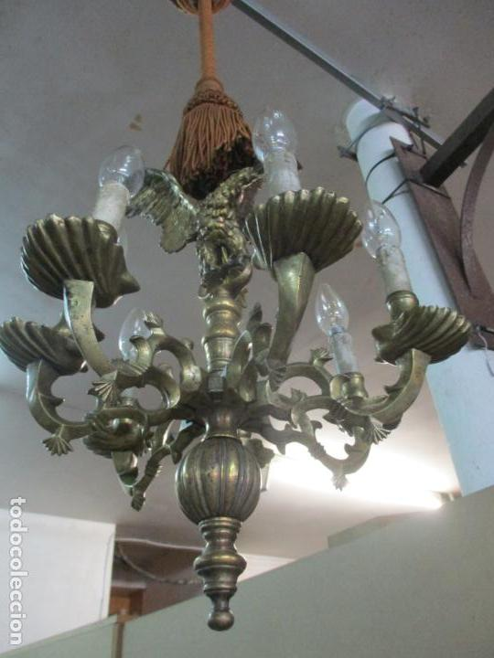 Antigüedades: Lámpara de Techo - Bronce Cincelado - 6 Luces - Decoración con Águila - Funciona - Foto 4 - 136445622