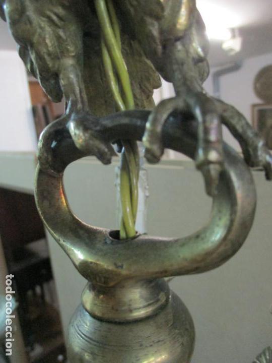 Antigüedades: Lámpara de Techo - Bronce Cincelado - 6 Luces - Decoración con Águila - Funciona - Foto 10 - 136445622