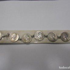 Antigüedades: PULSERA DE PLATA. 20 CM APROX. 6 MONEDAS DE 1/4 DE DOLAR Y UNA MONEDA DE 1/2 DOLAR. 54,5 GRAMOS. VER. Lote 136455266