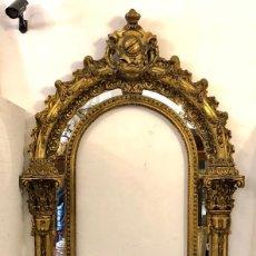 Antigüedades: ESPECTACULAR ESPEJO ANTIGUO EN MADERA TALLADA. Lote 208186791