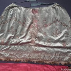 Antigüedades: PRECIOSA SAYA BORDADA ANTIGUA EN SEDA AZUL, PARA IMAGEN VESTIDERA,VER FOTOS. Lote 136491201