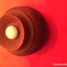 Antigüedades: ANTIGUO TIMBRE DE MADERA Y PORCELANA BLANCA, PRINCIPIOS SIGLO XX. Lote 136510682