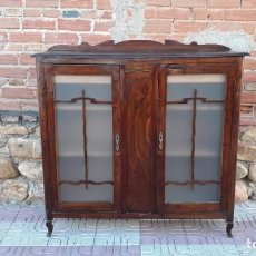 Antigüedades: VITRINA ANTIGUA ESTILO ART DECÓ. MUEBLE BAR ANTIGUO, MUEBLE AUXILIAR ANTIGUO ESTILO MODERNISTA.. Lote 136524246