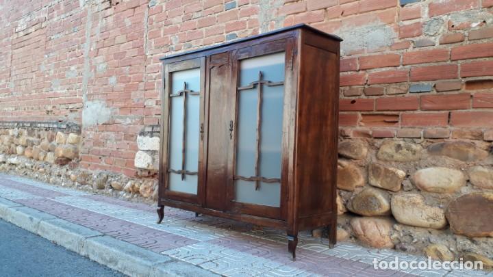 Antigüedades: Vitrina antigua estilo art decó. Mueble bar antiguo, mueble auxiliar antiguo estilo modernista. - Foto 2 - 136524246