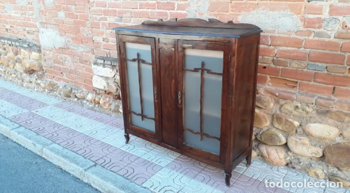 Antigüedades: Vitrina antigua estilo art decó. Mueble bar antiguo, mueble auxiliar antiguo estilo modernista. - Foto 3 - 136524246