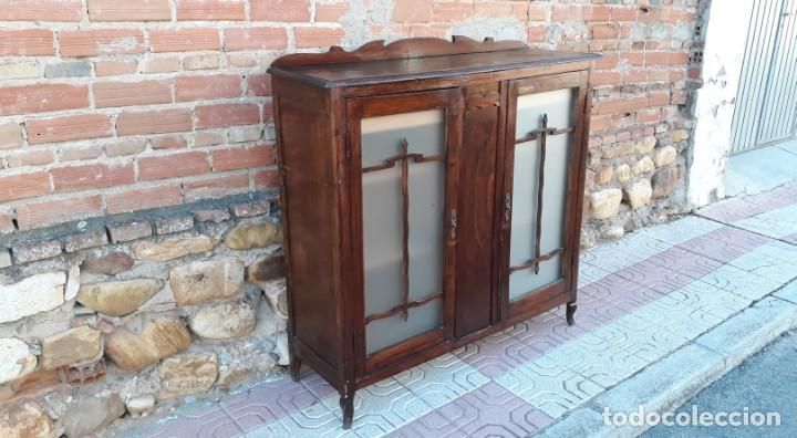 Antigüedades: Vitrina antigua estilo art decó. Mueble bar antiguo, mueble auxiliar antiguo estilo modernista. - Foto 4 - 136524246