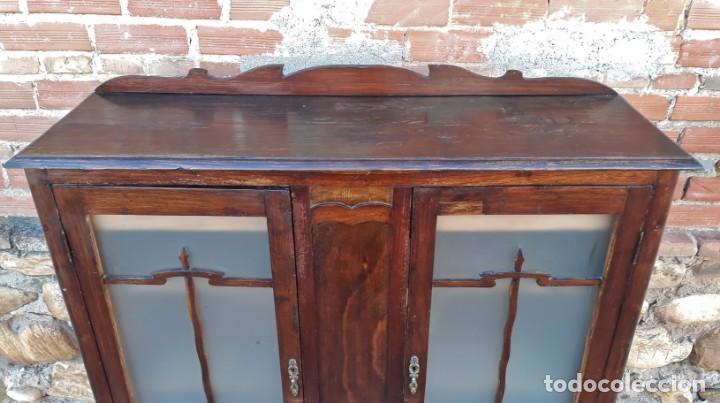 Antigüedades: Vitrina antigua estilo art decó. Mueble bar antiguo, mueble auxiliar antiguo estilo modernista. - Foto 8 - 136524246