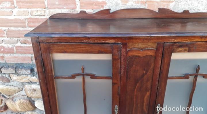 Antigüedades: Vitrina antigua estilo art decó. Mueble bar antiguo, mueble auxiliar antiguo estilo modernista. - Foto 11 - 136524246