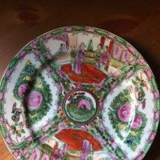 Antiquités: PLATO DE CERÁMICA CHINA DE MACAO, 26,3 CM, AÑOS 70, PINTADO A MANO. Lote 136551725