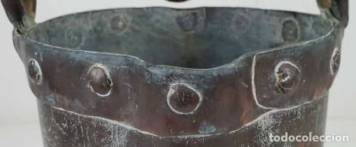 Antigüedades: CALDERO DE FUNDICION. COBRE. ASA DE HIERRO FORJADO. SIGLO XIX. - Foto 2 - 136551862