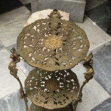 Antiquités: MESITA GALLETERO DE BRONCE. Lote 136562402