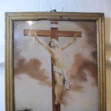 Antigüedades: OLEO SOBRE CRISTAL - CRISTO CRUCIFICADO - SIGLO XIX - FIRMADO. Lote 136564202