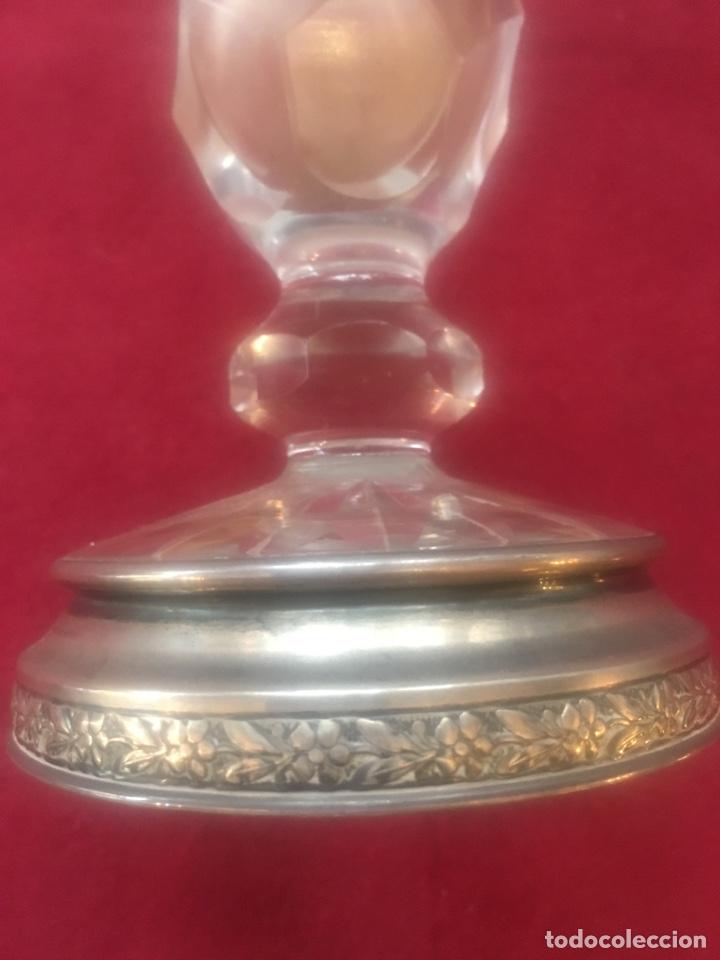 Antigüedades: Jarrón florero en cristal de bohemia con base en plata - Foto 3 - 136618477