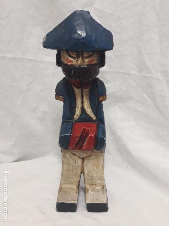 ANTIGUA TALLA DE MADERA POLICROMADA SOLDADO FRANCÉS NAPOLEÓNICO (Antigüedades - Hogar y Decoración - Figuras Antiguas)