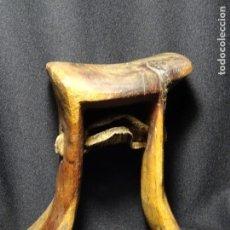 Antigüedades: ANTIGUA PIEZA ARTESANAL PARA CABALLERIA O CARRO, MADERA Y CUERO. LEON, CABALLOS.. Lote 133187710