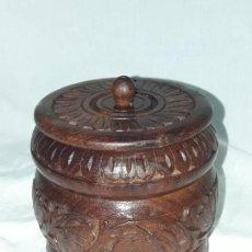 Antigüedades: ANTIGUO TARRO DE MADERA TALLADA. Lote 136675638