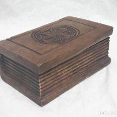 Antigüedades: PRECIOSA CAJA TALLA EN MADERA EN FORMA DE LIBRO. Lote 136710802
