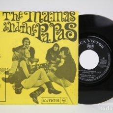 Discos de vinilo: DISCO SINGLE DE VINILO - THE MAMAS AND THE PAPAS / WORDS OF LOVE, DANCING IN THE STREET - RCA, 1966. Lote 136716692