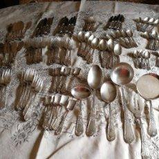 Antigüedades: CUBERTERÍA MENESES PLATEADA DE 125 PIEZAS. Lote 136734602