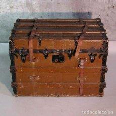 Antigüedades: ANTIGUA MALETA / BÁUL DE VIAJE CON RUEDAS. 1850 - 1880.. Lote 136741786