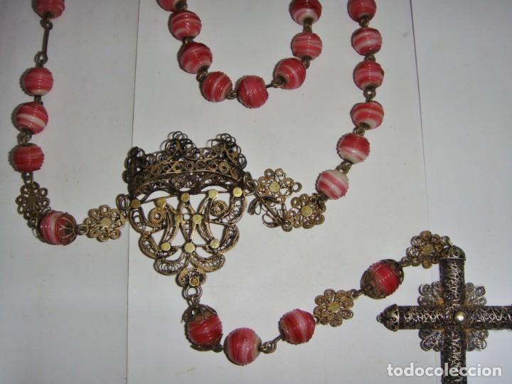 Antigüedades: Precioso Rosario de Filigrana de Plata. S.XIX. Cuentas muy curiosas de cristal. Plata y plata dorada - Foto 3 - 136744722