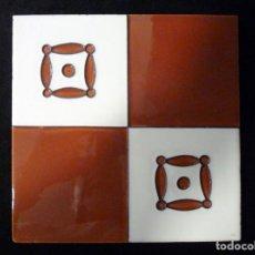 Antigüedades: AZULEJO AJEDREZADO ESTAMPILLADO. ROJO ÓXIDO Y BLANCO. POSIBLEMENTE ONDA (CASTELLÓN) 20 X 20 CM. SIN . Lote 136774314