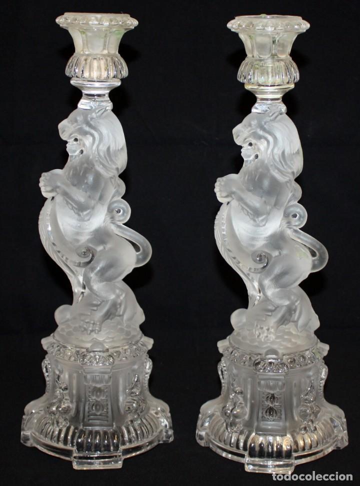 Antigüedades: PRECIOSOS CANDELABROS DE CRISTAL DE BACCARAT (LEONES) SG XIX. 4.400 GRAMOS. - Foto 2 - 136800454