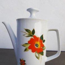 Antigüedades: CAFETERA ANTIGUA EN PORCELANA DE BAVARIA SELLADA. Lote 136810758