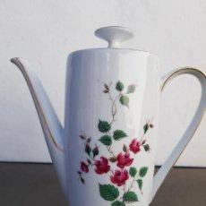 Antigüedades: CAFETERA ANTIGUA EN PORCELANA DE BAVARIA SELLADA. Lote 136811478
