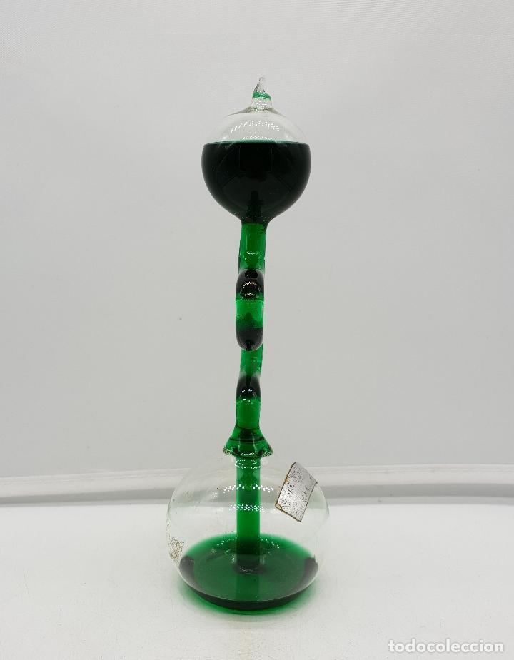 Antigüedades: Handboiler o hervidor de mano químico en miniatura de cristal soplado con líquido verde botella . - Foto 2 - 136829914