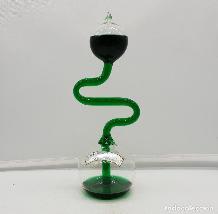 Antigüedades: Handboiler o hervidor de mano químico en miniatura de cristal soplado con líquido verde botella . - Foto 3 - 136829914