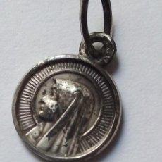 Antigüedades: VIRGEN LOURDES. MEDIDAS 1,1CM X 1,1 CM. Lote 136852706
