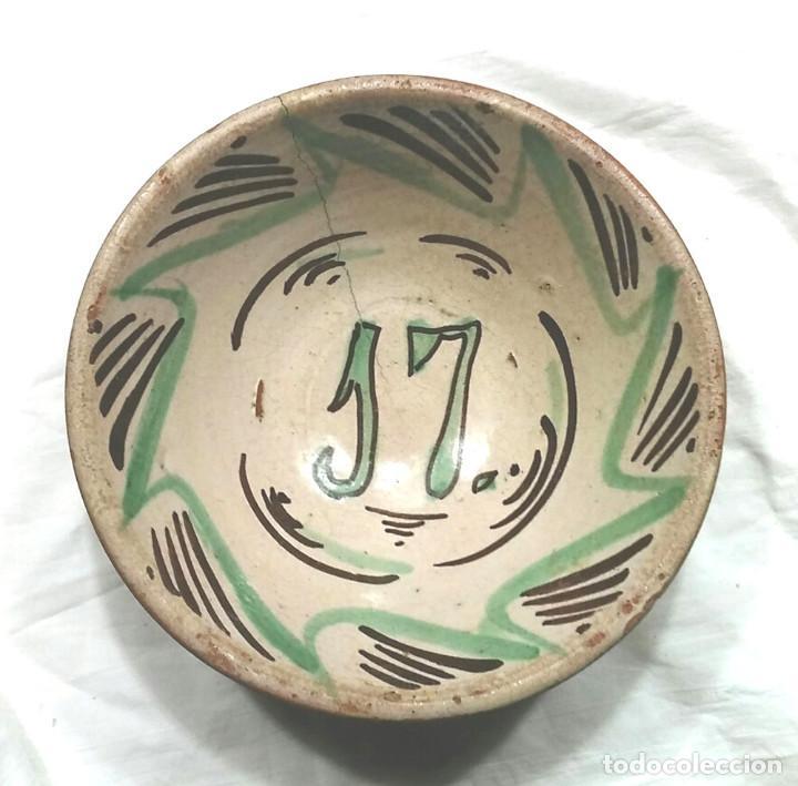 PLATO CERÁMICA TERUEL S XVIII DECORACIÓN GEOMETRICA FLORAL VERDE Y MANGANESO. MED. 18 X 7 CM (Antigüedades - Porcelanas y Cerámicas - Teruel)