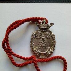 Antigüedades: MEDALLA CON CORDÓN DE HERMANDAD DEL ROCIO DE CABRA. CÓRDOBA. Lote 137014690