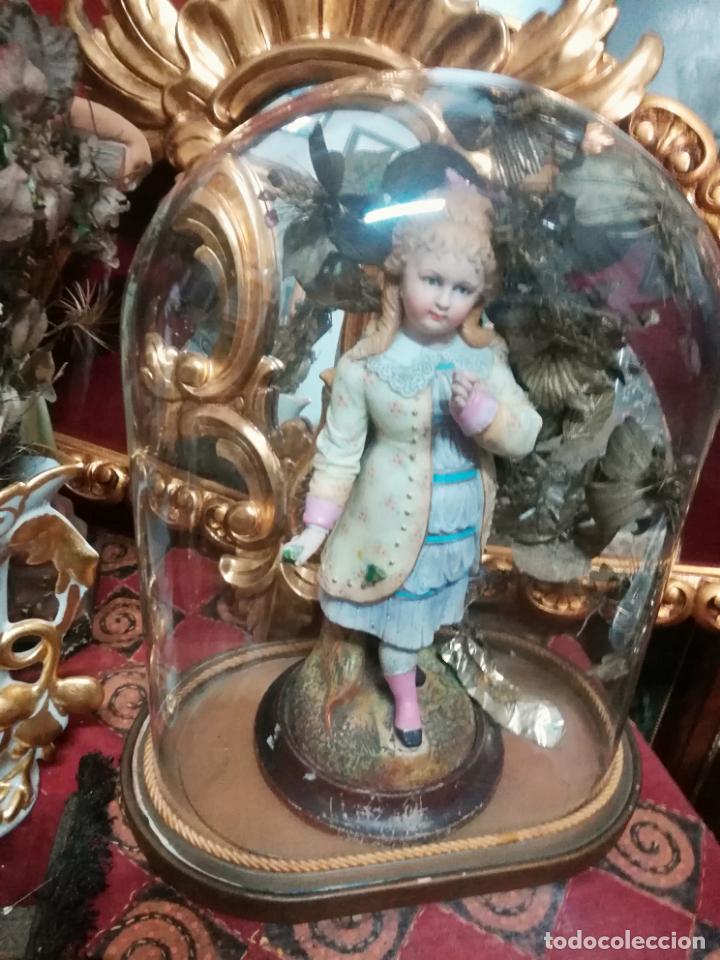 Antigüedades: Fanal antiguo con figura biscuit - Foto 2 - 137134322