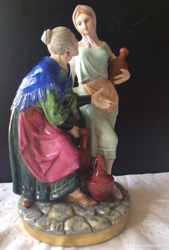 Antigüedades: PRECIOSO CONJUNTO EN PORCELANA - SUREDA -MUJERES LLENANDO CÁNTAROS EN LA FUENTE - 32 CM ALTURA - Foto 6 - 111716955