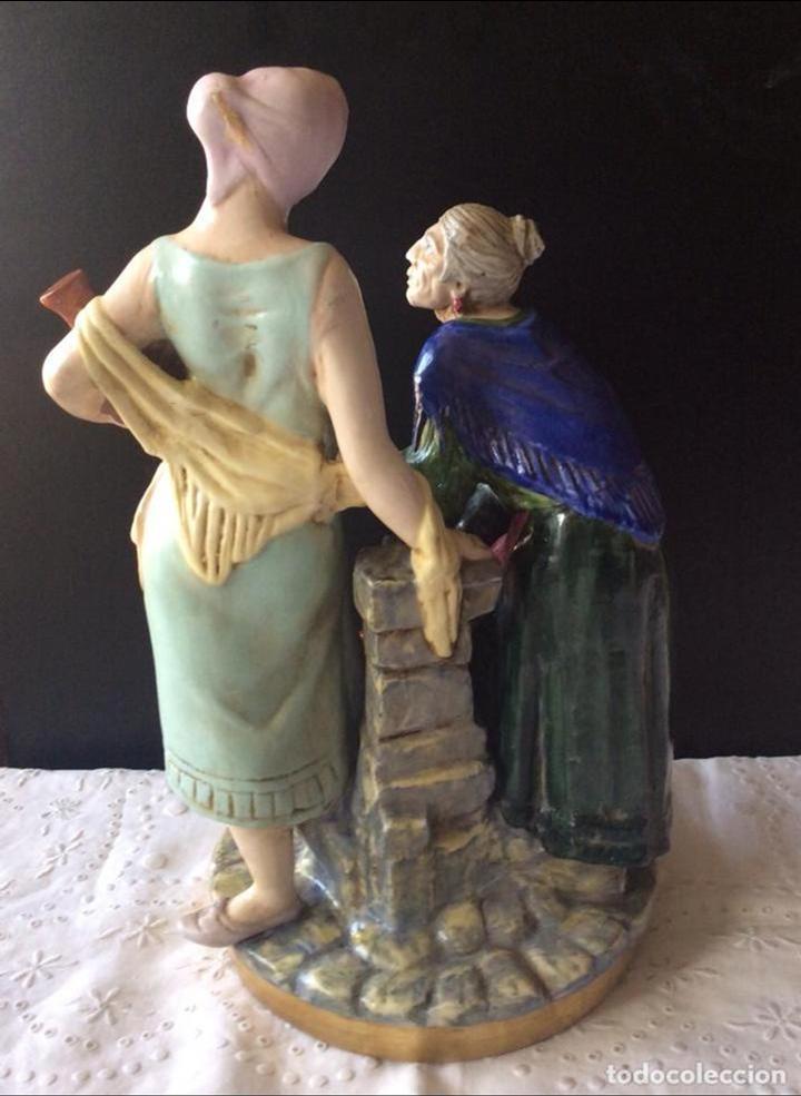 Antigüedades: PRECIOSO CONJUNTO EN PORCELANA - SUREDA -MUJERES LLENANDO CÁNTAROS EN LA FUENTE - 32 CM ALTURA - Foto 8 - 111716955