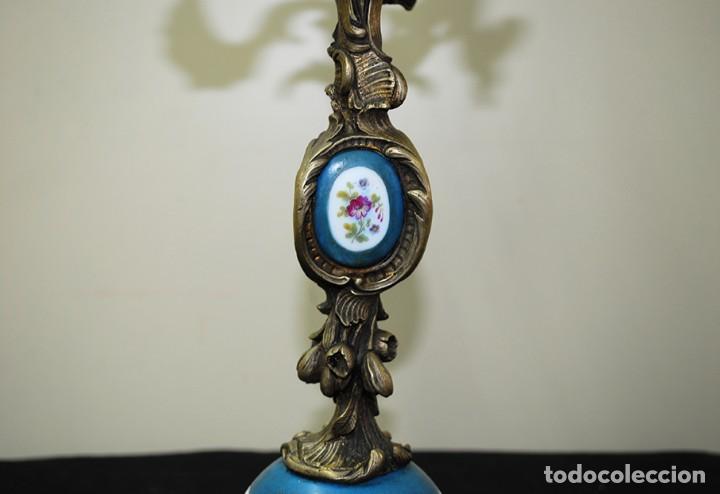 Antigüedades: CANDELABRO ANTIGUO SIGLO XIX BRONCE Y PORCELANA - Foto 4 - 137137350