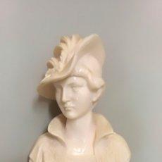 Antigüedades: ELEGANTE BUSTO DE DAMA O MUSA NEOCLÁSICA SOBRE PEANA. Lote 137182450