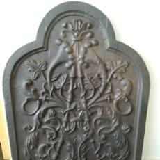 Antiques: CHAPA TRASFUEGO CHIMENEA EN HIERRO COLADO - MUY GRANDE Y PESADA. Lote 137198750