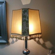 Antigüedades: LAMPARA DE PIE TOQUE RETRO. Lote 131013101