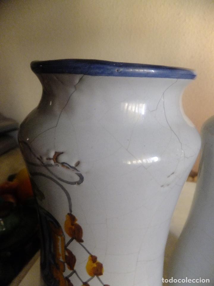 Antigüedades: 2 albarelo tarro bote farmacia Talavera. con escudo monjes jerónimos y farmaceúticos,nombre droga - Foto 7 - 137260874