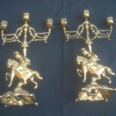 Antigüedades: PAREJA DE CANDELABROS EN BRONCE. Lote 137271774