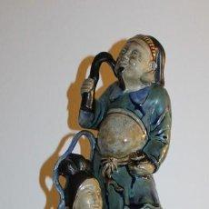 Antigüedades: ESCULTURA DE FRANCESC ELIAS BRACONS - FIGURAS ORIENTALES CON AVE CERÁMICA ESMALTADA - AÑOS 60 . Lote 137314298