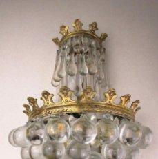 Antigüedades: FANTASTICA! MUY RARA LAMPARA APLIQUE DE PARED EN BRONCE Y CRSITAL DE BOHEMIA GOTAS Y BOLAS. Lote 137335970