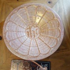 Antigüedades: PLATO DE REFLEJO METÁLICO. LA CERAMO.. Lote 137211898