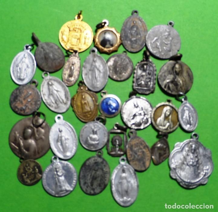 LOTE DE 29 MEDALLAS RELIGIOSAS VARIADAS (Antigüedades - Religiosas - Medallas Antiguas)