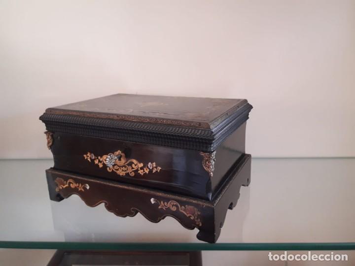 Antigüedades: Caja de madera decorada - Francia, Napoleón III - Foto 2 - 137357726