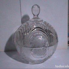 Antigüedades: BOMBONERA REDONDA VINTAGE TALLADA EN CRISTAL DE BOHEMIA CON MOTIVOS DE LA VENDIMIA.. Lote 137369122